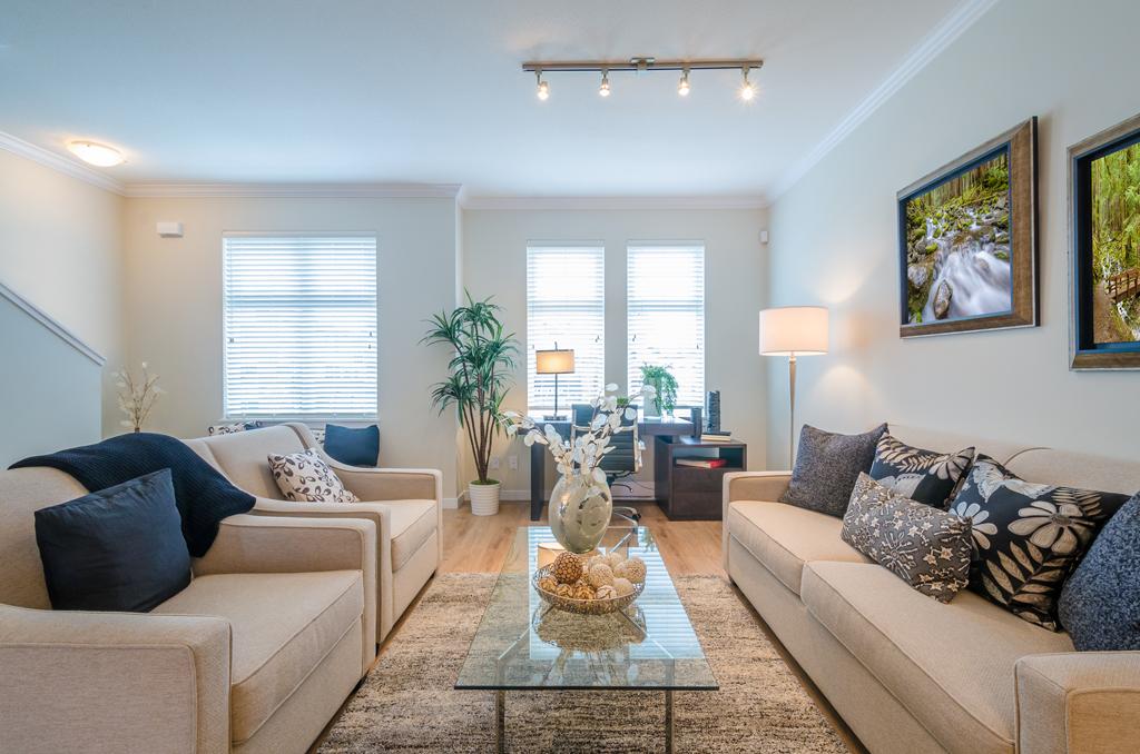 Obývací pokoj s pracovnou