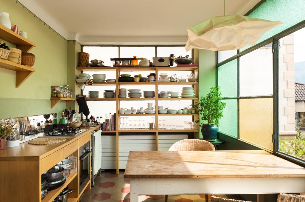 Kuchyň s pokrčeným lustrem