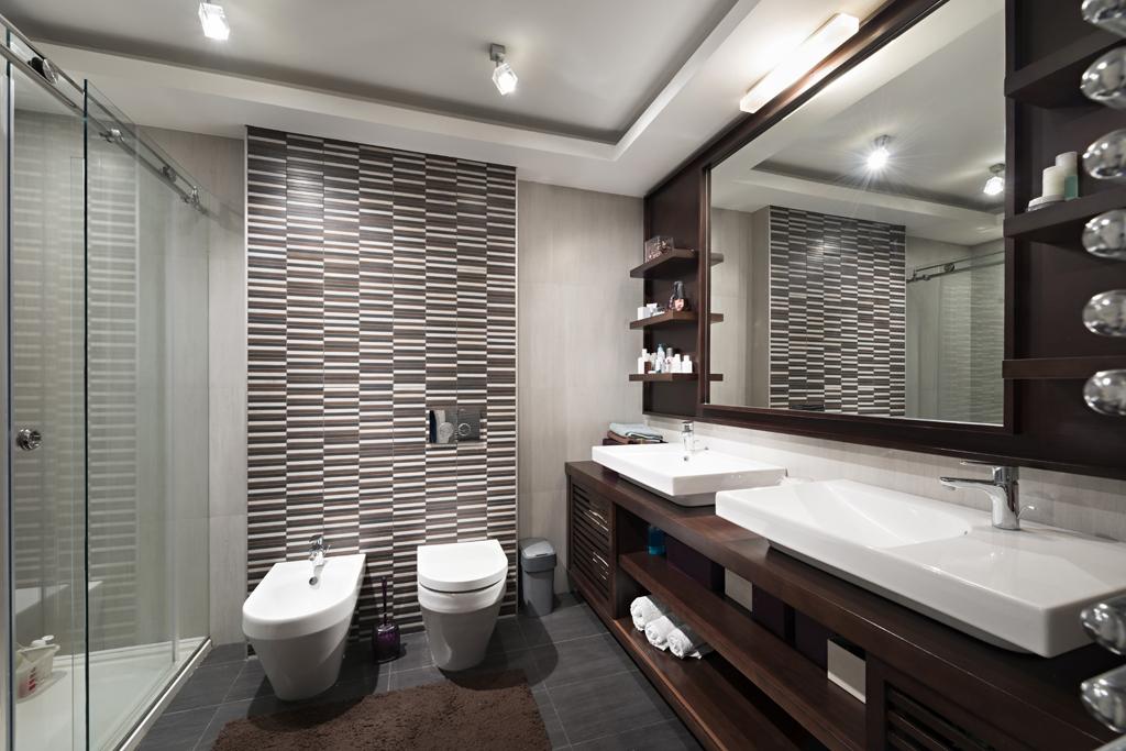 Koupelna se zebrovaným obkladem