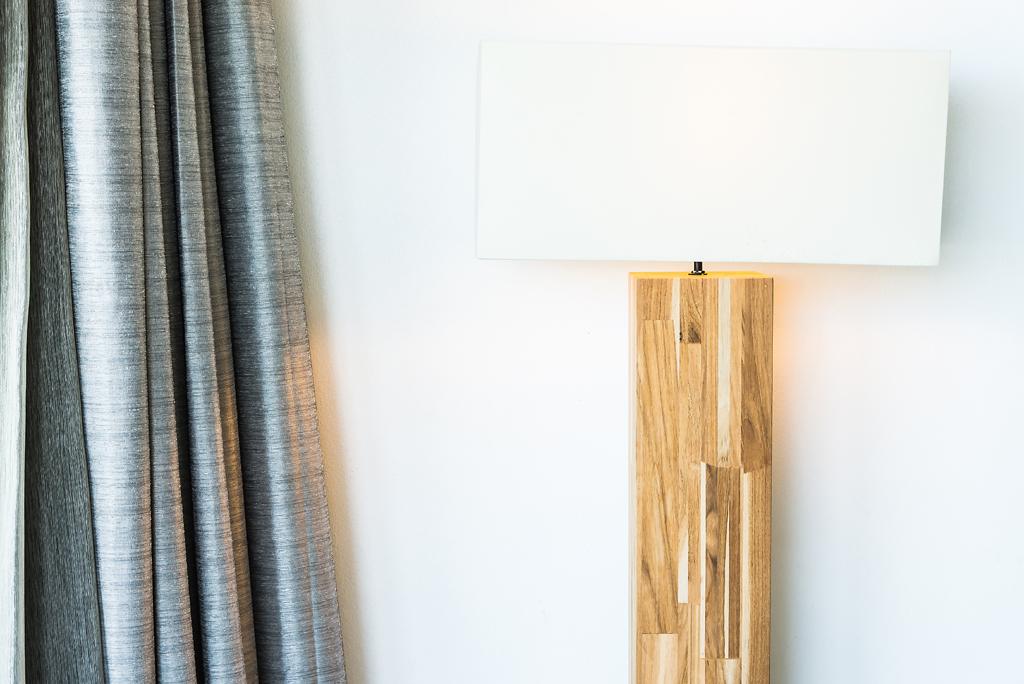 Lampa s masivním podstavcem