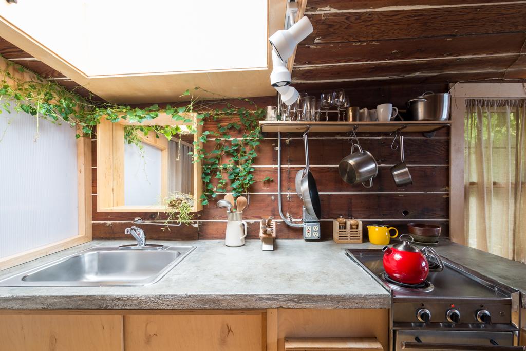 Kuchyňka v zahradním domku