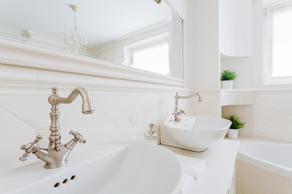 Retro krémová koupelna