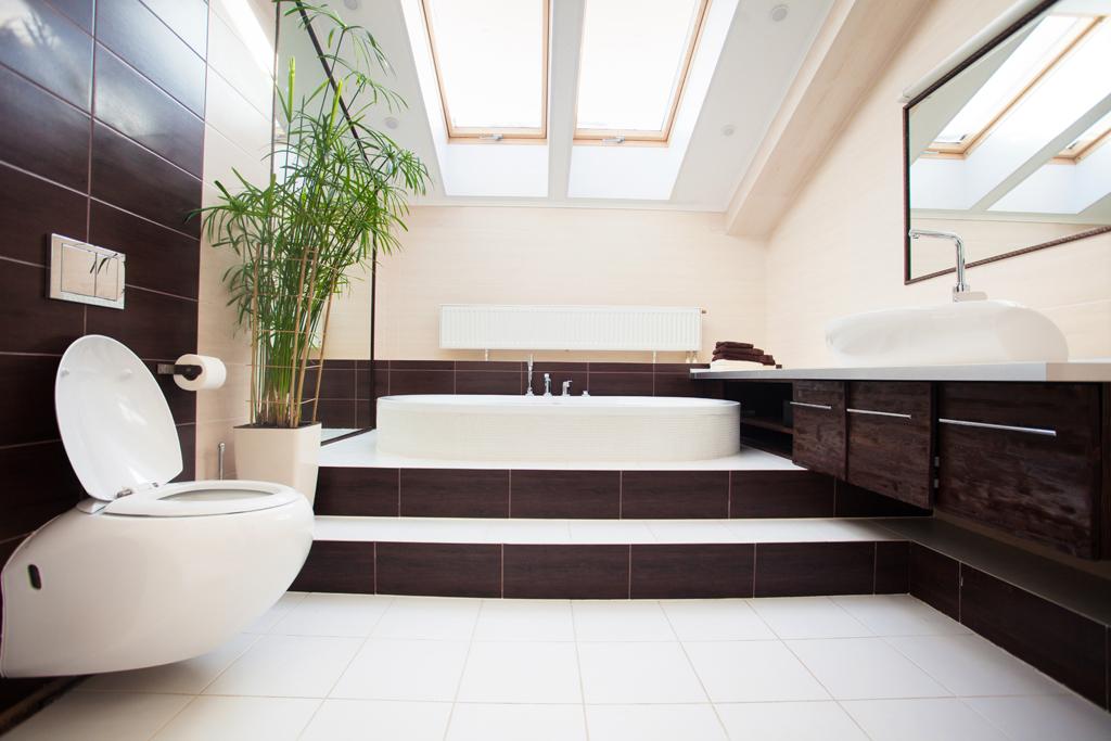 Koupelna s vanou na schodech