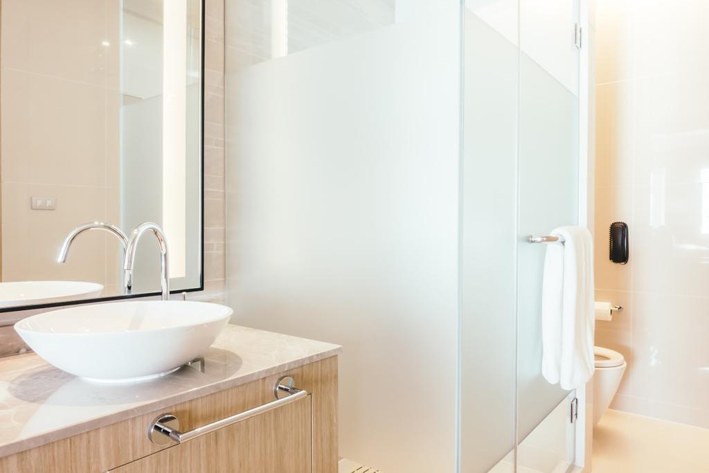 Sprchový kout s mléčným sklem