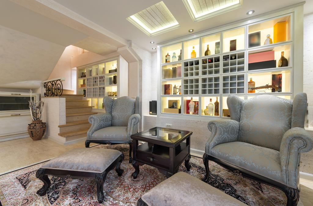 Obývací pokoj s barovou stěnou