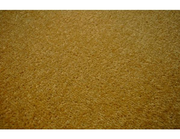 Kusový béžový koberec Eton