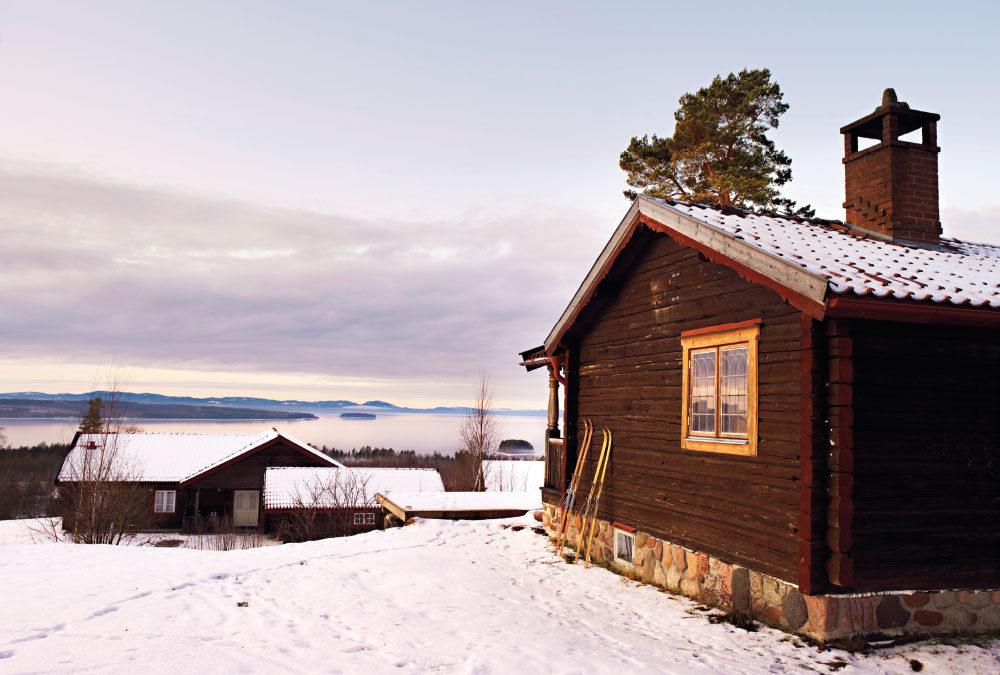 Romantický srub: z betonové koupelny mají výhled na jezero