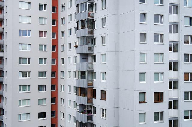 Jak účinně odvzdušnit radiátory v paneláku? Zvládnete to sami, lépe však se sousedy